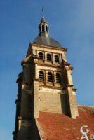 La tour du clocher, de style Renaissance, porte les monogrammes de Henri II et de Catherine de Médicis, ainsi que le croissant de lune de Diane de Poitiers. - Contributeur : M.Trannois