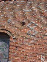 Obus fiché dans le mur de l'église - Contributeur : B. Hutin