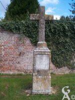 Croix près de l'église - Contributeur : M. Trannois