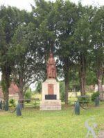 La statue de Jeanne D'Arc offerte à la commune par le Comte Le Gonidec de Penlan en 1922  - Contributeur : Natty