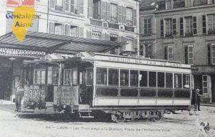 les tramways à la station, Place de l'Hôtel de Ville. - Contributeur : Jean Marie Lefèvre