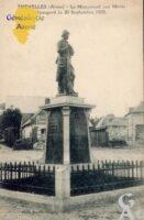 le Monument aux Morts inauguré le 20 Septembre 1925. - Contributeur : Brazier Origny - (collection Jean Bleuse)