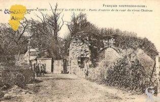 Français souvenons-nous ! La France reconquise 1917. Porte d'entrée de la cour du vieux Château. - Contributeur : Michel Bouyenval