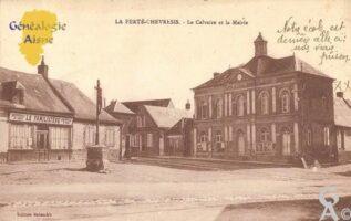 le Calvaire et la Mairie. - Contributeur : Michel Bouyenval