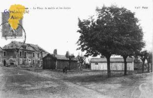 la Place, la Mairie et les Ecoles. - Contributeur : Guy Gilkin