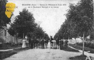 Entrée de l'Hôtel de la Croix d'Or sur le Boulevard  National et les Ecuries. - Contributeur : Guy Gilkin