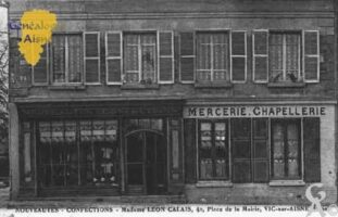 Nouveautés - Confections - Madame Léon Calais, 4 Place de la Mairie. - Contributeur : Guy Gilkin