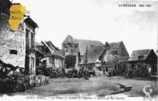 Campagne 1914-1917 - La Place en ruines et l'Église. - Contributeur : Guy Gilkin