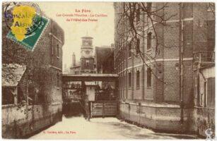 Le grand moulin et le carillon de l'hôtel des postes - Contributeur : F.Gérard - C.G.P.T.T