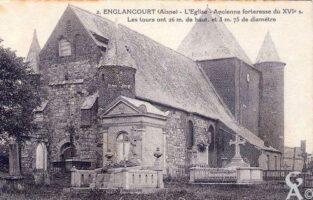 L'église 1919- ancienne forteresse du XVIe s. On peut voir l'ouverture faite par les Allemands pour voler les cloches. - Contributeur : A.Demolder