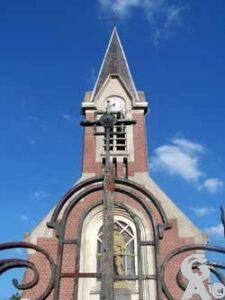 L'église et le monument aux morts-Photo : S. Sartori