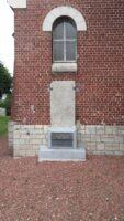 La pierre des templiers qui a été déplacée pour intégrer le nouveau monument dédié aux divisions irlandaises.Elle est