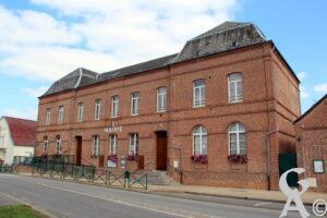 La mairie de Mondrepuis -A.Demolder