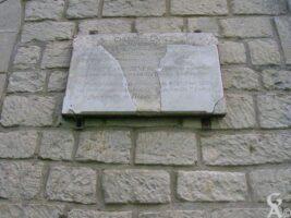 Chemin des Dames-Secteur Ste Berthe-Al'ouest fut livré un combat de titans le 25 octobre 1917 en direction de Filain. Les poilus du 285e Régiment d'Infanterie-PASSANT ARRETE  et recueille toi un instant en souvenir de nos camarades tombés à cet endroit-Cette plaque a été inaugurée le 21 juin 1931 par les survivants du régiment, la famille P. Leduc et la municipalité de Filain