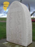 voyageurs,  Pensz à ceux dont ce tunnel fut le tombeau, au crépuscule du 16 juin 1972, la voute séculaire souvent meurtrie, s'effondra par la faute des hommes.  108 des notres, ici, trouvèrent la mort.