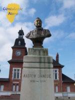 Fargniers, place Carnégie : Stele Andrew CARNEGIE