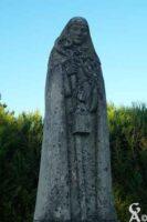 Statue de Sainte Hunégonde, protectrice d'Homblières érigée le 6 juillet 1958 avec le concours de toute la population et de l'abbé G. L. Mrends, curé d'Homblières  - Contributeur : N. Debreux
