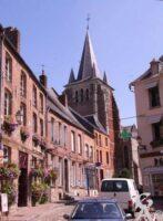 Centre ville avec vue sur le clocher de l'église. - Contributeur : bodoklecksel. Contributeur/Source Wikipédia, Commons et Rodovid.
