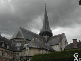 La basilique de Liesse fut construite en 1134 par les Chevaliers d'Eppes puis rebâtie en 1384 et enfin agrandie en 1480. C'est en 1913 que l'église fut érigée en Basilique.    - Contributeur : Guy Destré