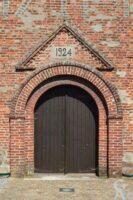 Le fronton de l'église avec les dates de construction (1714) et reconstruction (1924) - Contributeur : M.Trannois