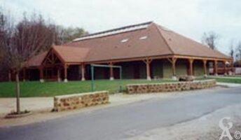 Une salle polyvalente construite au 1994 et située Place du Çygne.  - Contributeur : Sébastien sartori