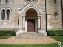 Le porche de l'église - Contributeur : S.Linéatte