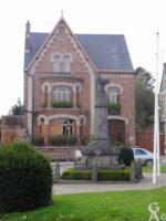 Le musée Louis Cornu et le monument aux morts - Contributeur : N.Pryjmak