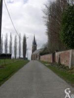 En longeant le mur du château - Contributeur :