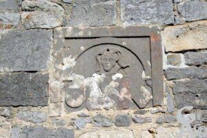 Pierre tombale incrustée dans le mur de l'église - Contributeur : A.Demolder