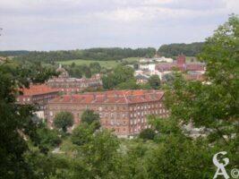 Le familistère et l'usine Godin (en arrière plan) - Contributeur : Natty