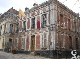 L'ancien hôtel-Dieu, daté de 1726 - Contributeur : Natty