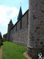 L'église-vue latérale - Contributeur : M.Nivelet