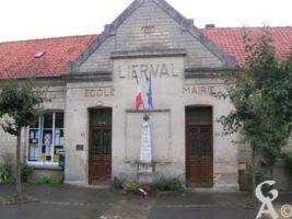 La mairie et le monument aux morts - Contributeur : M.Nivelet