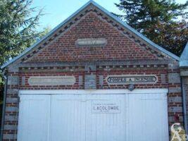 Pompes funèbres, pompes à incendie et siàge de la société colombophile Lacolombe, bâtiment élevé en 1804 - Contributeur : S. Sartori