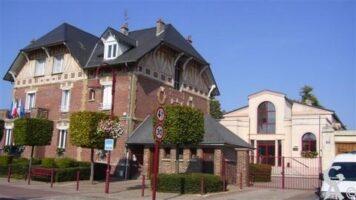 Le foyer rural Charles - Catillon et la mairie - Contributeur : M.A. Schioppa