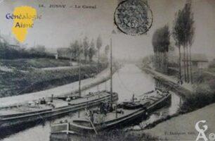Avant 1914 - Canal de saint Quentin à Jussy. La première maison sur la gauche est l'habitation de la famille Lefèvre. - Contributeur : Sébastien Sartori