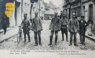 la Guerre 1914 - 1915 : Prisonniers allemands dans les rues de Soissons. - Contributeur : Jean Marie Lefèvre