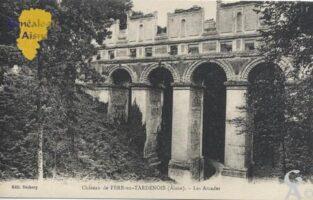Ruines du château, les arcades. - Contributeur : Stéphanie Peyrichou.