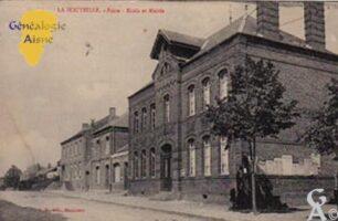 Poste, Mairie et Ecole - Contributeur : N.Lucchini