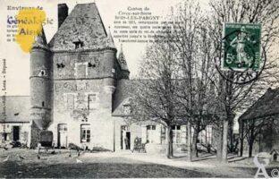 Le château  Pavillon carré daté de 1611, remarquable par ses murs de grande epaisseur, ses quatre tourelles en encorbellement, sa vaste salle au rez-de-chaussée voutée en briques ; appartint jusqu'à la révolution à la famille de Renty; transformé depuis en corps de ferme.     - Contributeur : Photo : Carte postale: N.Gilbert