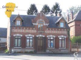 Vue de l'église prise de la place - Contributeur : Colette Brille