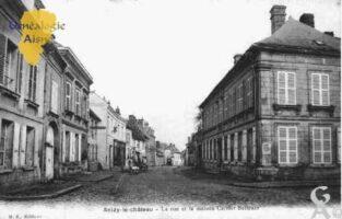 la rue et la maison CARRIER-BELLEUZE - Contributeur : Guy Gilkin