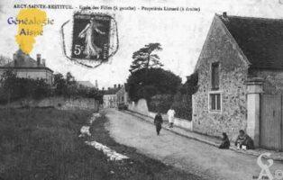 Ecole des Filles (à gauche) - Propriètés LIOTARD (à droite) - Contributeur : Guy Gilkin