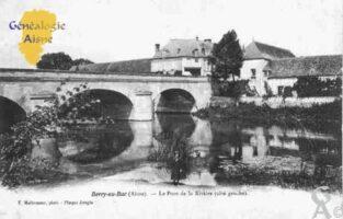 le pont de la rivière (côté gauche) - Contributeur : Guy Gilkin