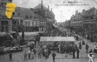 Place et rue du Château - jour de marché - Contributeur : Guy Gilkin