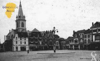 Place de l'Hôtel de Ville et Eglise Saint-Martin. - Contributeur : Guy Gilkin