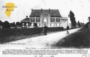 le Portail de l'ancienne Abbaye. Le village fut le siège d'une abbaye fondée vers 946 par Gerberge. En 1148, les Prémontrés s'y installèrent et y restèrent jusqu'à la Révolution. - Contributeur : Guy Gilkin