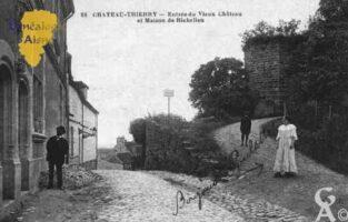 Entrée du Vieux Château et Maison de Richelieu - Contributeur : Guy Gilkin