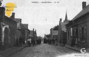 La Grande Rue : Vouël est un quartier de la commune de Tergnier situé dans le département Aisne. Vouël est une ancienne commune du département de l'Aisne. De plus le quartier est une commune associée à Tergnier.    - Contributeur : Guy Gilkin