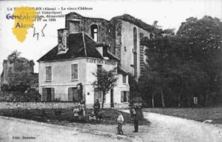 Le Vieux-Château (Monument Historique) Intérieur des ruines démantelé par Henri IV en 1594 - Contributeur : Guy Gilkin